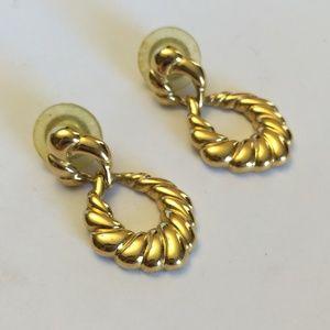 Vintage Napier Gold tone dangle earrings